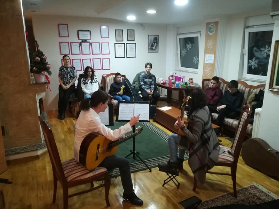 """Polaznici master klasa klasične gitare u medjunarodnom centru za muziku """"EVA"""""""