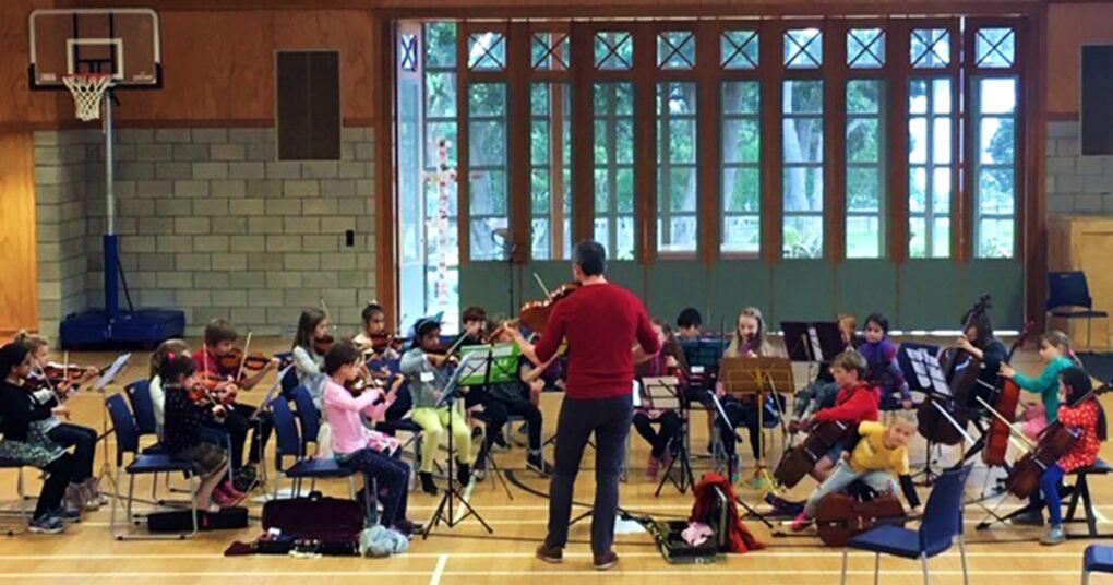 zajednicko-muziciranje-i-javni-nastup-deo-su-suzuki-metode-eva-music-prva-privatna-medjunarodna-muzicka-skola-u-beogradu