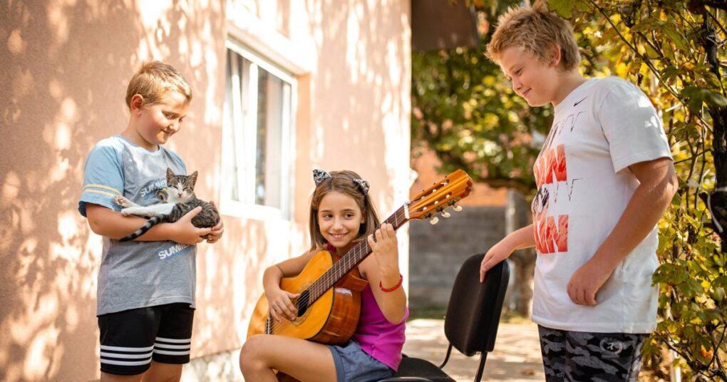 casovi-gitare-grupni-u-prvoj-privatnoj-muzickoj-skoli-eva-music