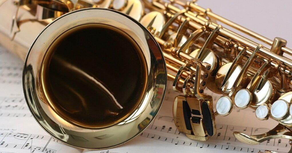 saksofon-citanje-sa-lista-prva-medjunarodna-privatna-muzicka-skola-eva-music