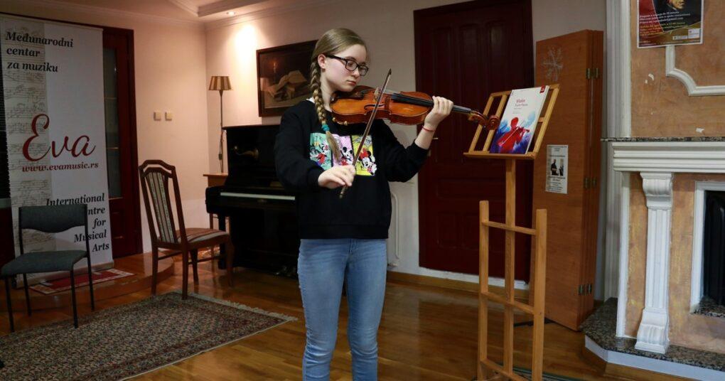 sviranje-violine-eva-music-muzicka-skola