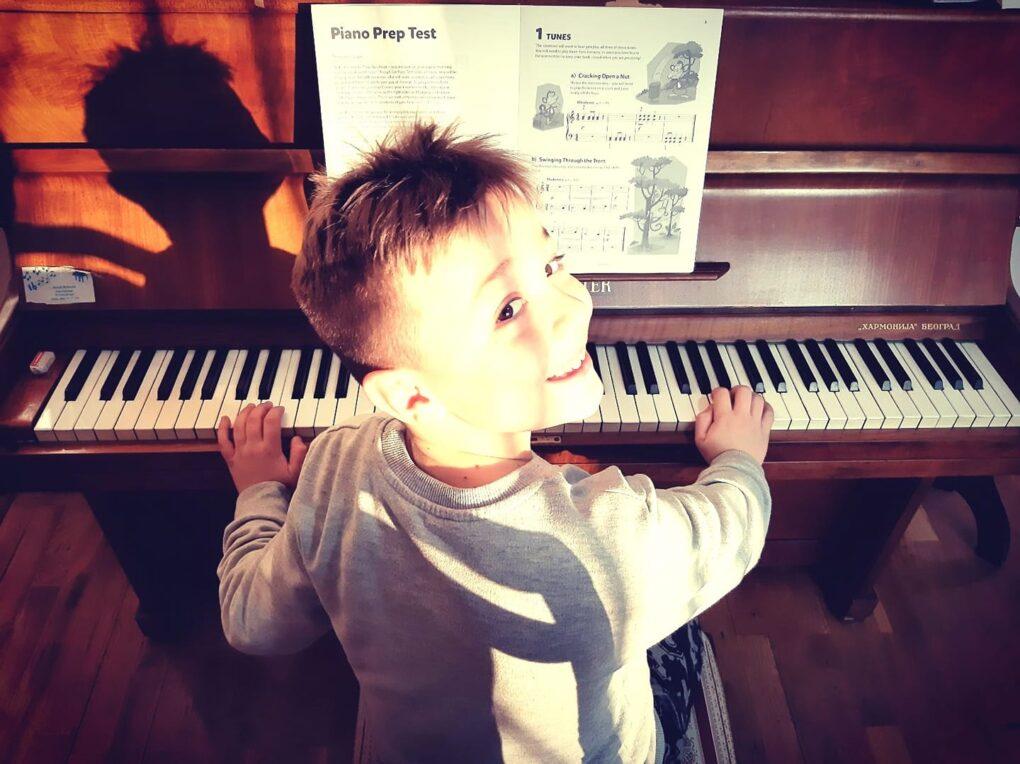 casovi-klavira-u-prvoj-medjunarodnoj-privatnoj-muzickoj-skoli-eva-music