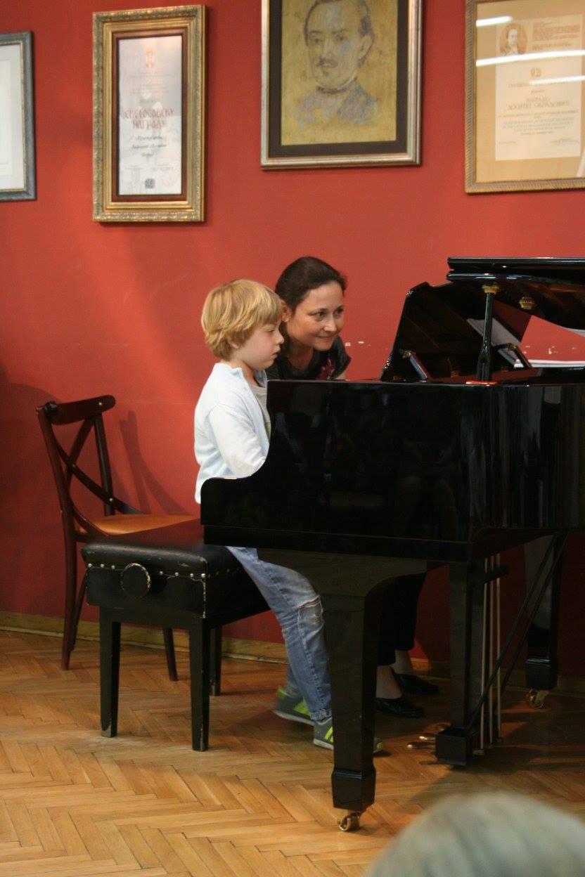 vezbanje-klavira-muzicka-skola