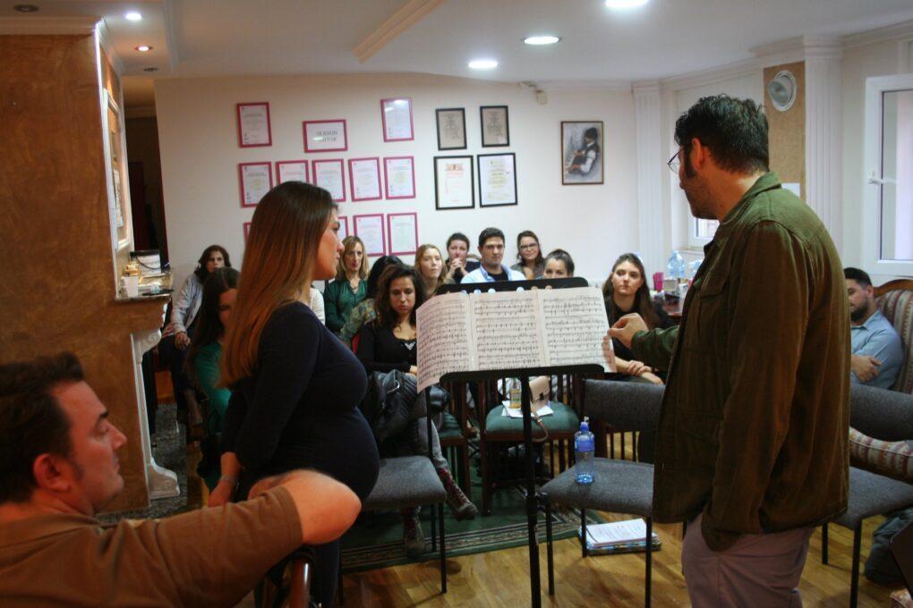 David Bizić sa učesnicima masterklasau privatnoj muzičkoj školi Eva Music