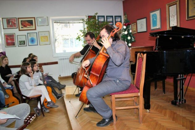Individualni časovi violončela u privatnoj muzičkoj školi Eva