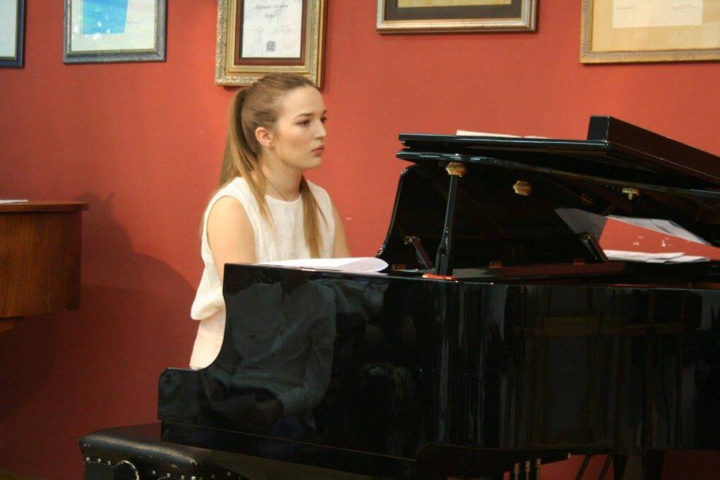 casovi-instrumenata-za-odrasle-prva-rivatna-medjunarodna-muzicka-skola-eva-music-adult-program
