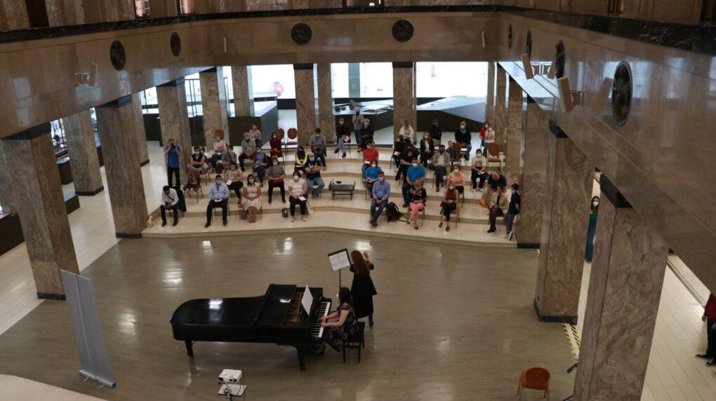 prva-medjunarodna-privatna-muzicka-skola-eva-music-koncert-noc-muzeja-narodni-muzej-u-beogradu-nastup-profesora-klavir-i-flauta